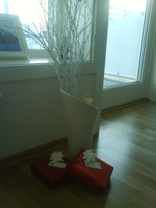 Gavehaugen under treet har vokst betydelig siden bildet ble tatt...