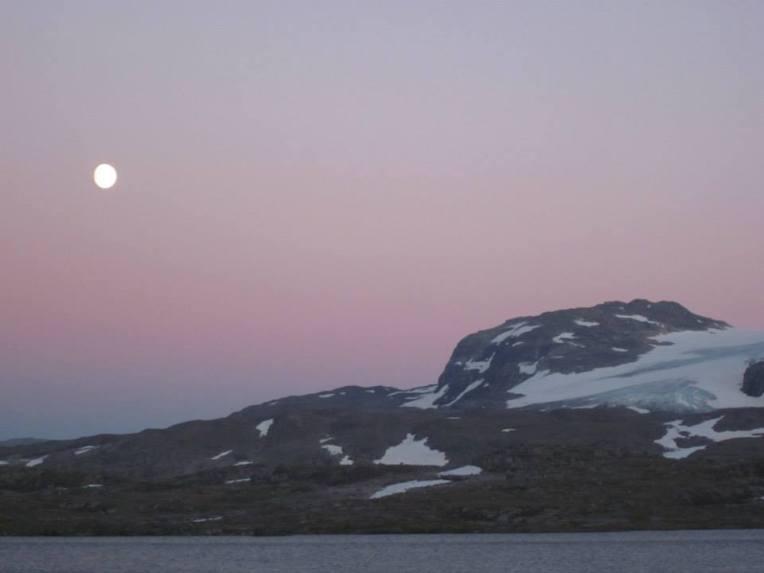 Fullmåne over Hardangerjøkullen (foto: Sara)