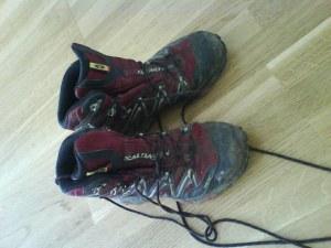 Mine velbrukte Salomon fjellstøvler. Rødfargen har blitt mer og mer dempet pga all sølen.