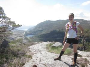 Sara på toppen av Rishaugen, etter at vi fulgte en rødmerket sti som ikke er på kartet.