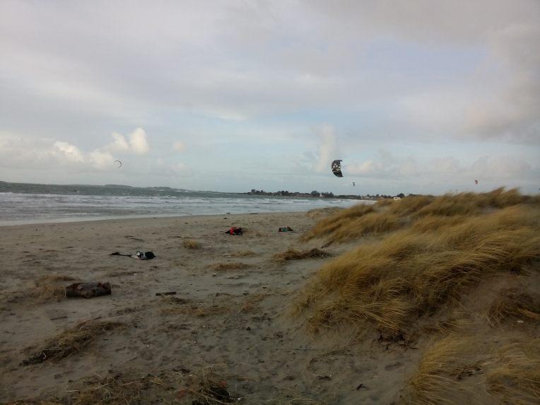 Kite-surfere og løpere var visst de eneste som hadde tatt en strandtur denne dagen.