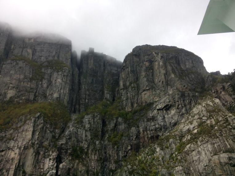 Retur med båt betyr at en får ppleve Kjerag og Prekestolen fra fjorden