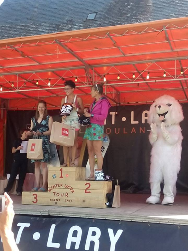The price ceremony fr the vertical kilometer, the day after the race. Me, the winner Safia-Lise, and Marion who came 2nd. And Patou, the mascot